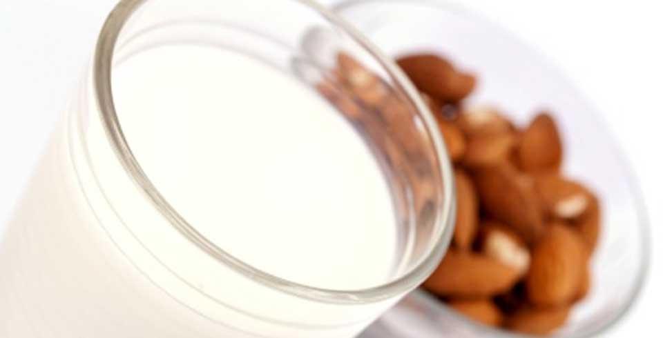 Recipes_Almond_Milk_2